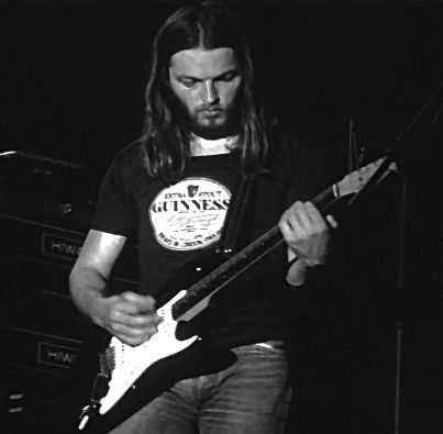 david_gilmour_and_stratocaster